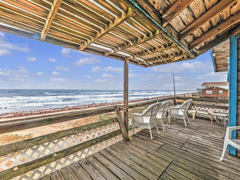 The Chelsea - Beachfront Home!, alquiler vacacional en Brazoria