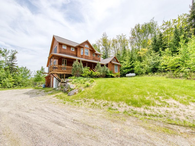 Grand cabin with gorgeous views, perfect for big families!, vacation rental in Whitefield