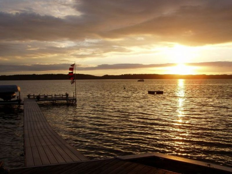 Fantastic Torch Lake Waterfront Cottages ~ Tennis Court ~ Kayaks And SUP's!, holiday rental in Alden