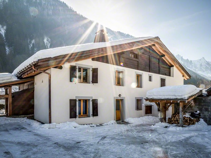 Les Iles 1776, large comfortable renovated farm in the middle of Chamonix valley, vacation rental in Chamonix