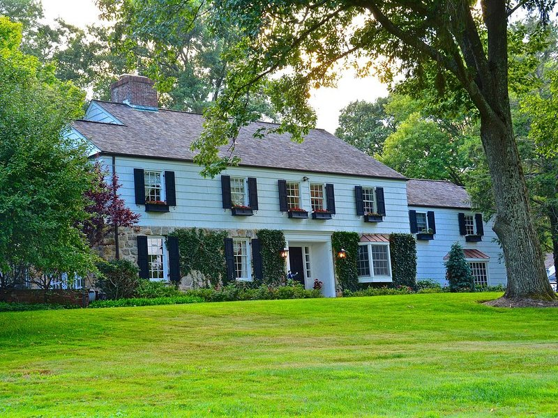 Back Country Estate with Pool - Greenwich CT, casa vacanza a Greenwich