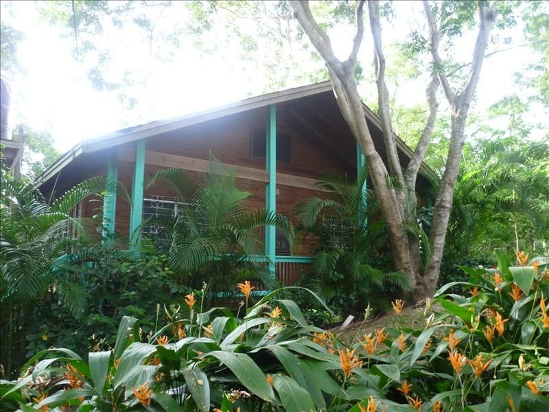 Close to dive shops and restaurants West End 1-6 people, vacation rental in West End
