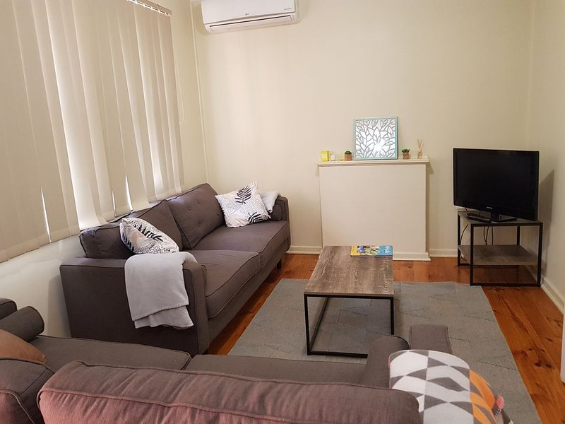 3 Bedroom Family Friendly Home - WiFi Available, alquiler vacacional en Whyalla