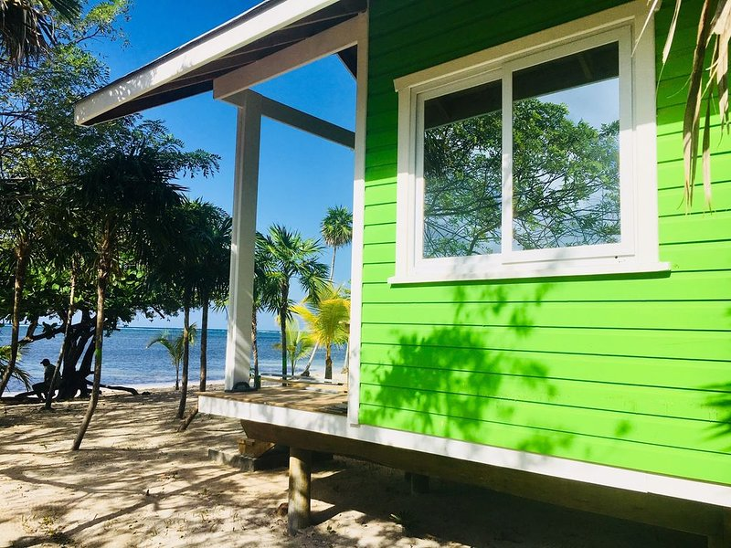 The Paddy Rican Beach Cabins - Green Cabin #5, vacation rental in Politilly Bight