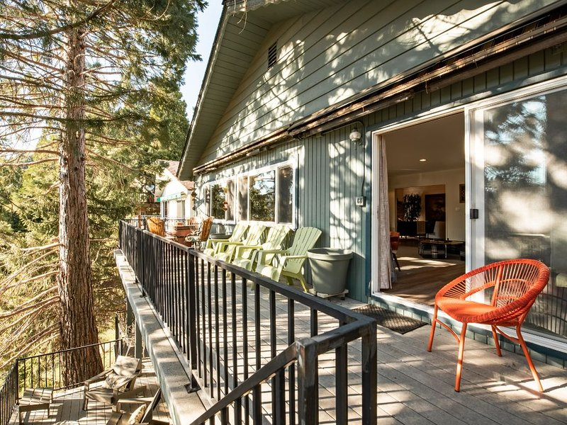 Spectacular Lake View Chalet, vacation rental in Crestline