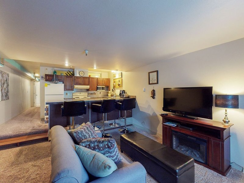 Updated ski-in/ski-out condo w/ shared game room & sauna!, holiday rental in Whittier