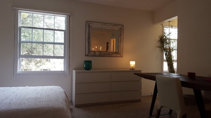 Beautiful studio on Lake Magdalene, holiday rental in Carrollwood