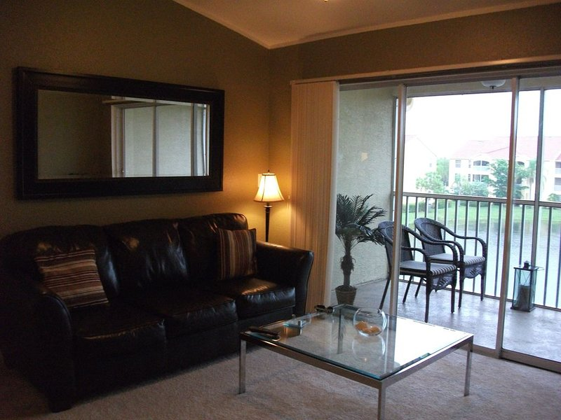 2/2 close to Shopping, Beaches and Great Dining AVAILABLE DEC 1 to JAN 31st!, holiday rental in North Naples