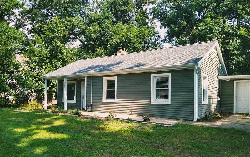 Steps from Notre Dame campus, vacation rental in Saint Marys  Saint Joseph County