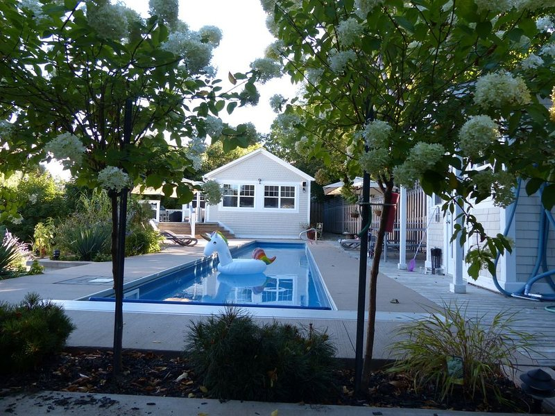 60 Foot Lap Pool - Steps to Ocean - 5 min walk to town, vakantiewoning in Chester