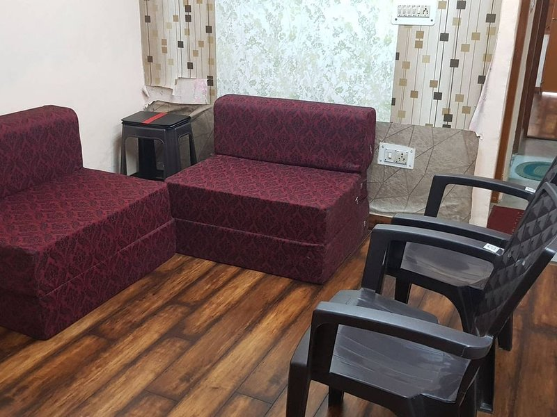 Entire Air-Conditioned Apartment Near Metro Station, vacation rental in Sahibabad