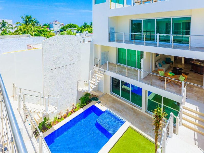 Large! Luxurious! Near Everything! -1 Bedroom Condo - RATES INCLUDE TAXES, holiday rental in Playa Mujeres