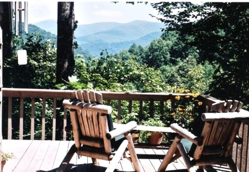 Stunning View,  Secluded Luxury Treehouse, State Park Resort, Appalachian Trail, alquiler vacacional en Bakersville