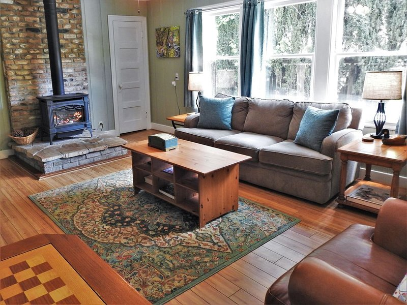Parkside Cottage- overlooks the creek and town park, holiday rental in Murphys