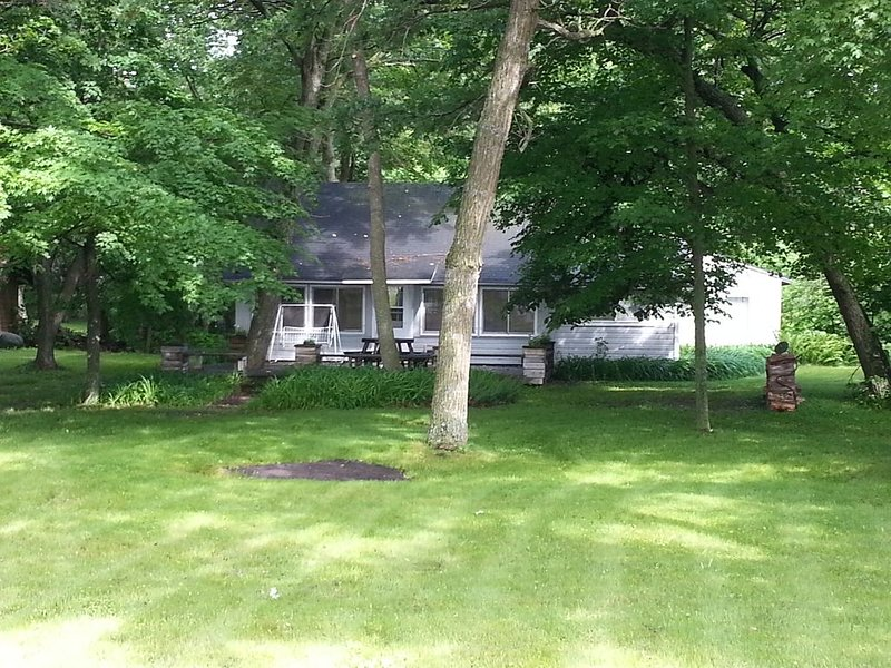 Quintessential MN Lake Cabin Get Away On  Ottertail Lake, 3 Bedrm, Sleeps 8 Plus, holiday rental in Richville