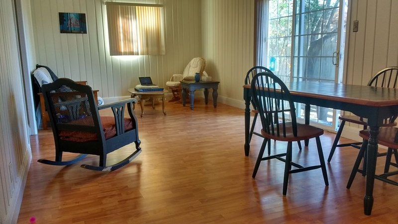 Downstairs floor of house close to TWU and Downtown Denton, holiday rental in Aubrey