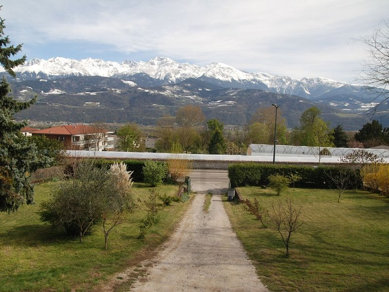 Comfy home for group and family. Wonderful view!, vakantiewoning in Villard-Bonnot