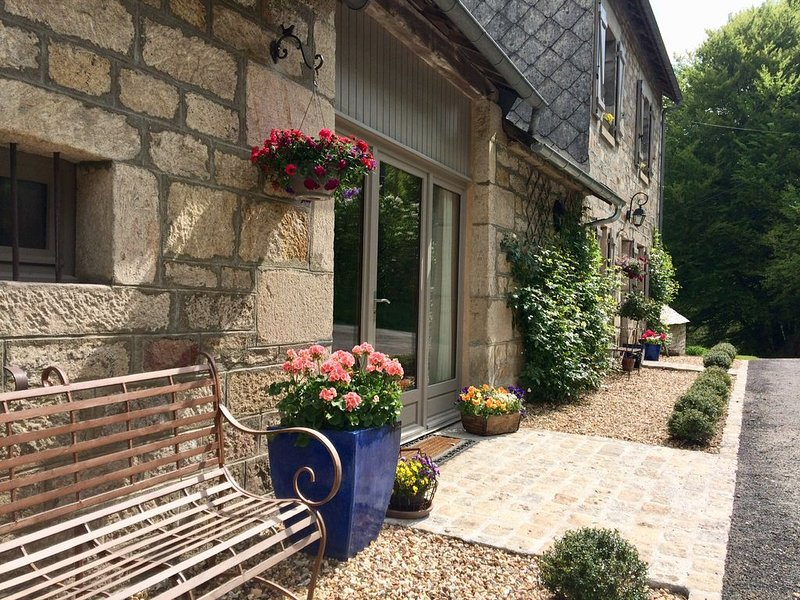 """Authentic French Country Barn - in The Limousin, France """"Lake District""""., holiday rental in Madranges"""