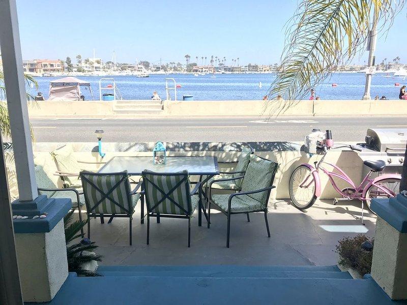 Waterfront 3 bdrm 2 bath in Belmont Shores, Long Beach w/parking Beach is open!, alquiler de vacaciones en Long Beach