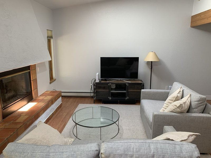 A Fully Stocked and Remodeled 3 BR Vail Condo in amazing West Vail!, holiday rental in Vail
