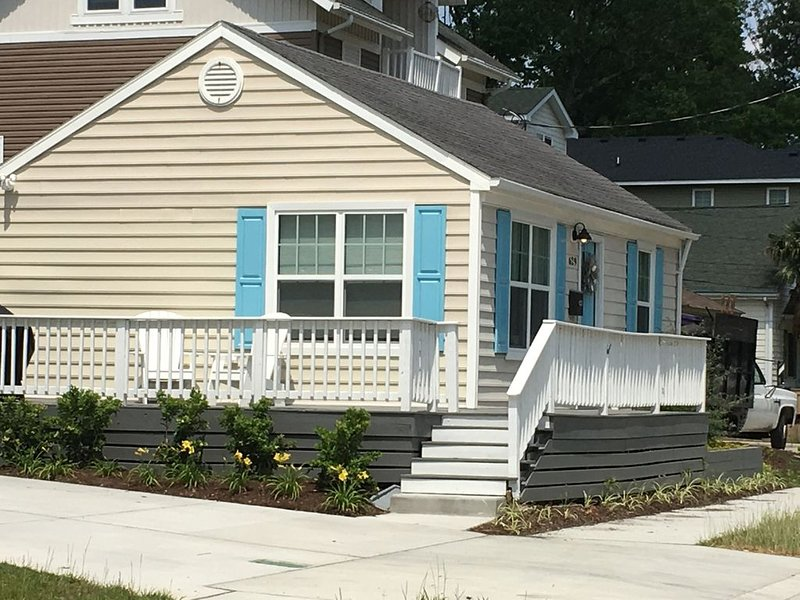 New SeaGlass Cottage, alquiler de vacaciones en Virginia Beach