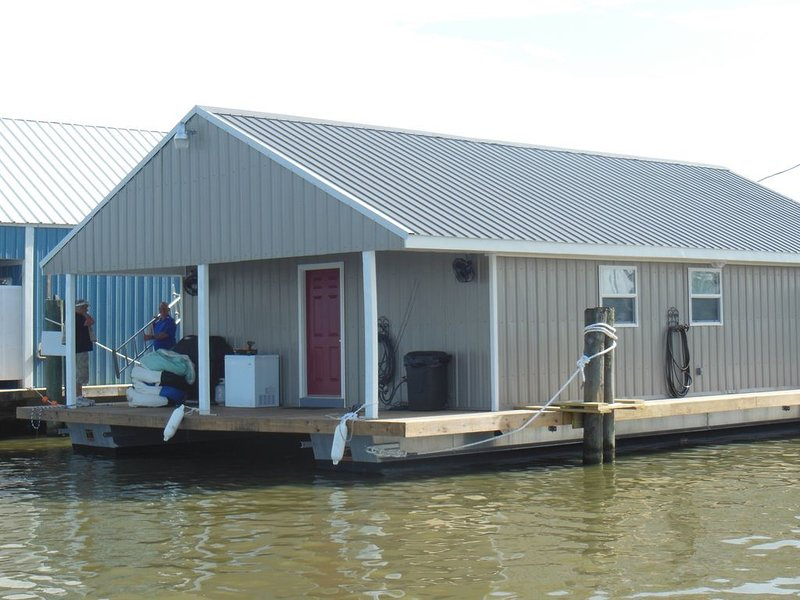 Houseboat * Venice Marina (Roosters Den), holiday rental in Empire
