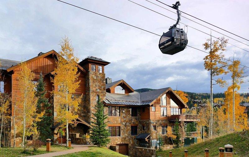 Luxury Condo, Close to Gondola, Private Hot Tub, Great Ski Access, location de vacances à Mountain Village