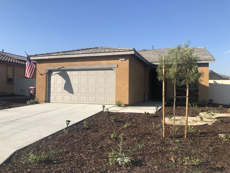 BEAUTIFUL NEW COZY HOME, holiday rental in Yucaipa