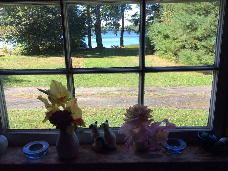 Vacation on a beautiful lake in Maine Convenient location to the coast of Maine., holiday rental in Union