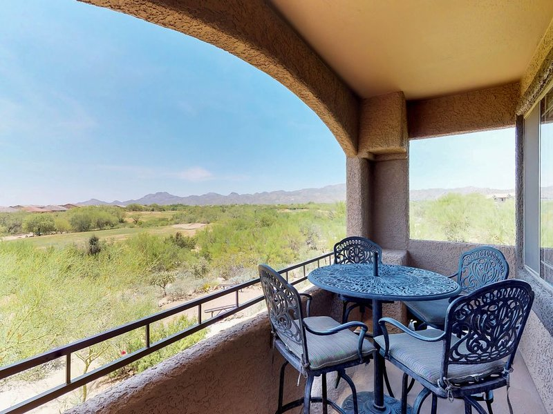 Peaceful dog-friendly condo w/ private patio, shared pool, hot tub, location de vacances à Oro Valley