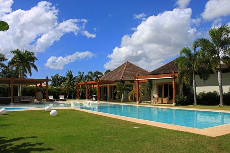 Casa De Campo Contemporary Villa, vacation rental in El Limon