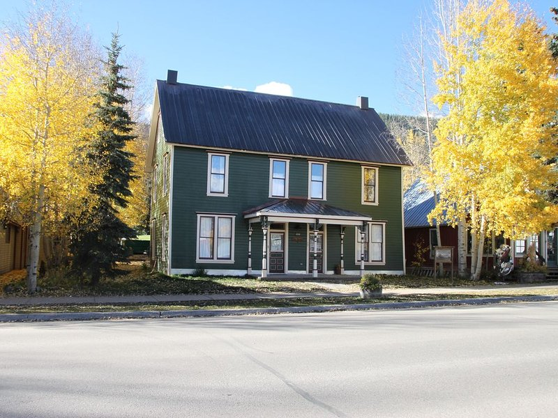 Large 3 Story Home in the Heart of Town, holiday rental in Crested Butte