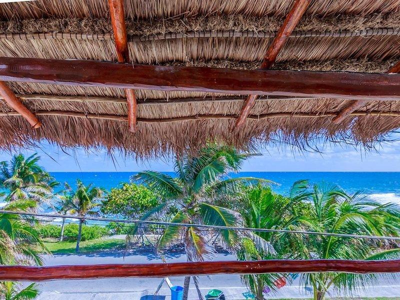 Beach-view Casa Bongo!, holiday rental in Playa Mujeres