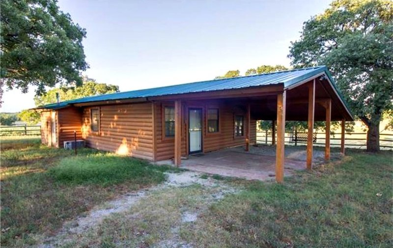Beautiful Guest Cabin with horse and cattle facilities. Pet Friendly., holiday rental in Fittstown