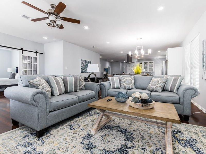 5 Bedroom Home - Walk to restaurants and shops!, aluguéis de temporada em Dallas