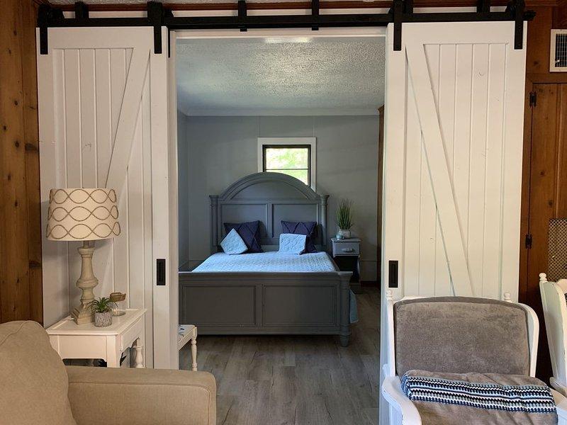 Room For All - Hilltop View Cottage, aluguéis de temporada em Higgins Lake