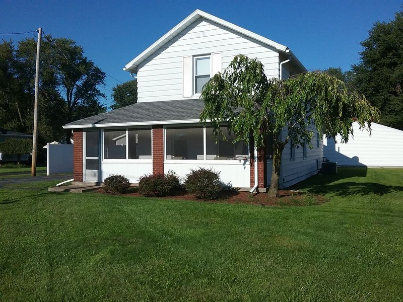 Perfect family getaway destination to enjoy Lake Erie Shores and Cedar Point!, holiday rental in Huron