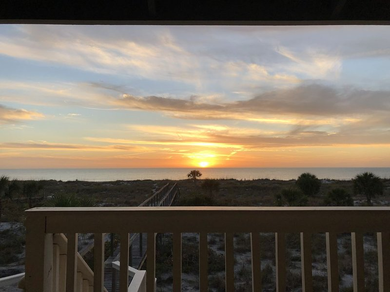 Little Gasparilla Island Beachfront Oasis: Stunning views with private boardwalk, vacation rental in Placida