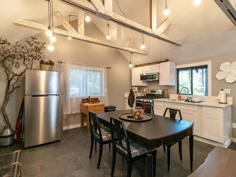 Rockhouse At 11 Chimneys / Green Door, holiday rental in Pine Cove
