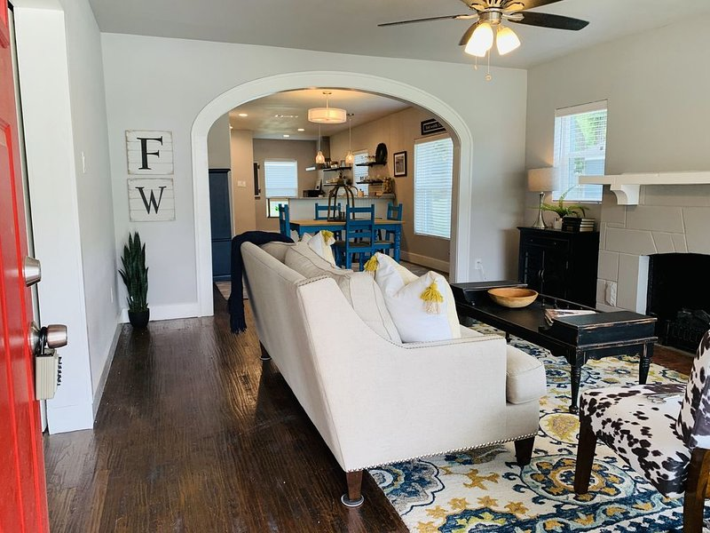 Casa de Cowtown, near Dickie's, Will Rogers, TCU..., vacation rental in Fort Worth