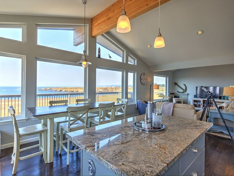 Pelicans · Pelican's Pier:: Dramatic Surf Views :: Hot Tub, vacation rental in Caspar
