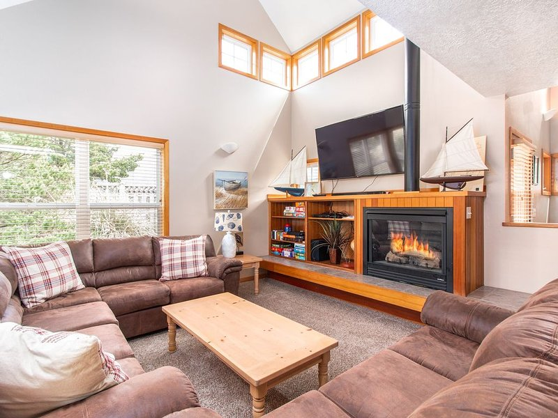 Beachcomber Retreat, Family home, immediate beach access, hot tub, bikes, grill, holiday rental in Pacific City