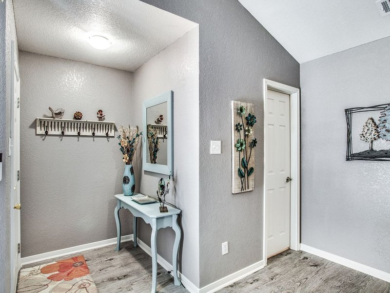 GypsyPad I is a Luxuriously Furnished duplex - fenced yard - pet friendly, holiday rental in Harker Heights