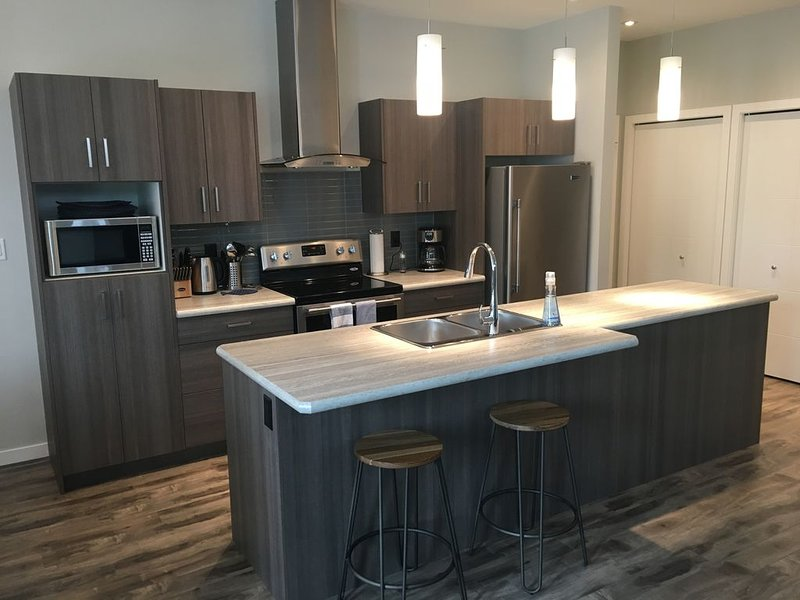 Best Location in Penticton! Brand New Modern 3 Bedroom House, Ferienwohnung in Okanagan-Tal