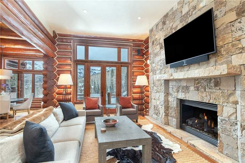 Flexible Cancellations - Ski-In/Ski-Out Pet-Friendly Log Townhome Slopeside at T, location de vacances à Mountain Village