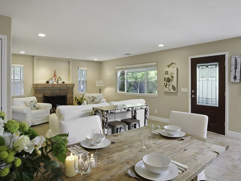 Newly renovated & refurnished one-story 4br/3ba home, sleeps up to 8 guests, vacation rental in Healdsburg