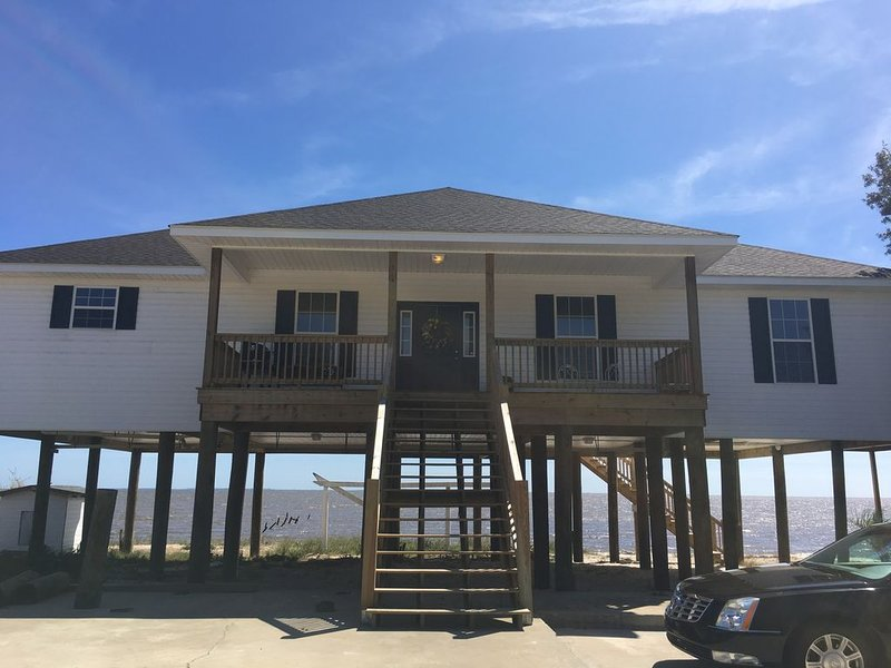 Beautiful New Beach Front Home just minutes from Biloxi casinos!, holiday rental in Gautier
