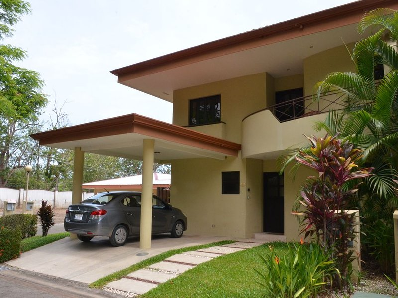 Reserve this beautiful Costa Rican villa and experience the best of Costa Rica, location de vacances à Punta Leona