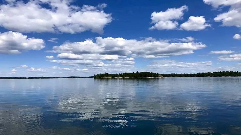 Entire Island ~ Paradise In Lake Of The Woods ~ Cabin, Canoe, And Great Fishing, casa vacanza a Kenora District