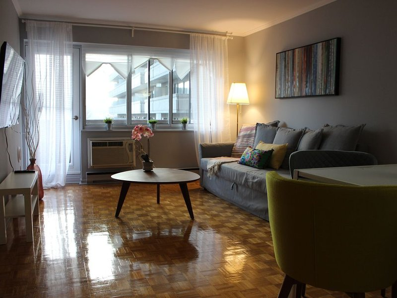 Luxury in The Heart of DT close to Bars and bell center, vacation rental in Westmount
